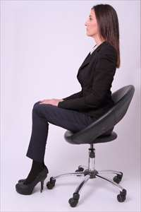 座った時の正しい姿勢の見つけ方